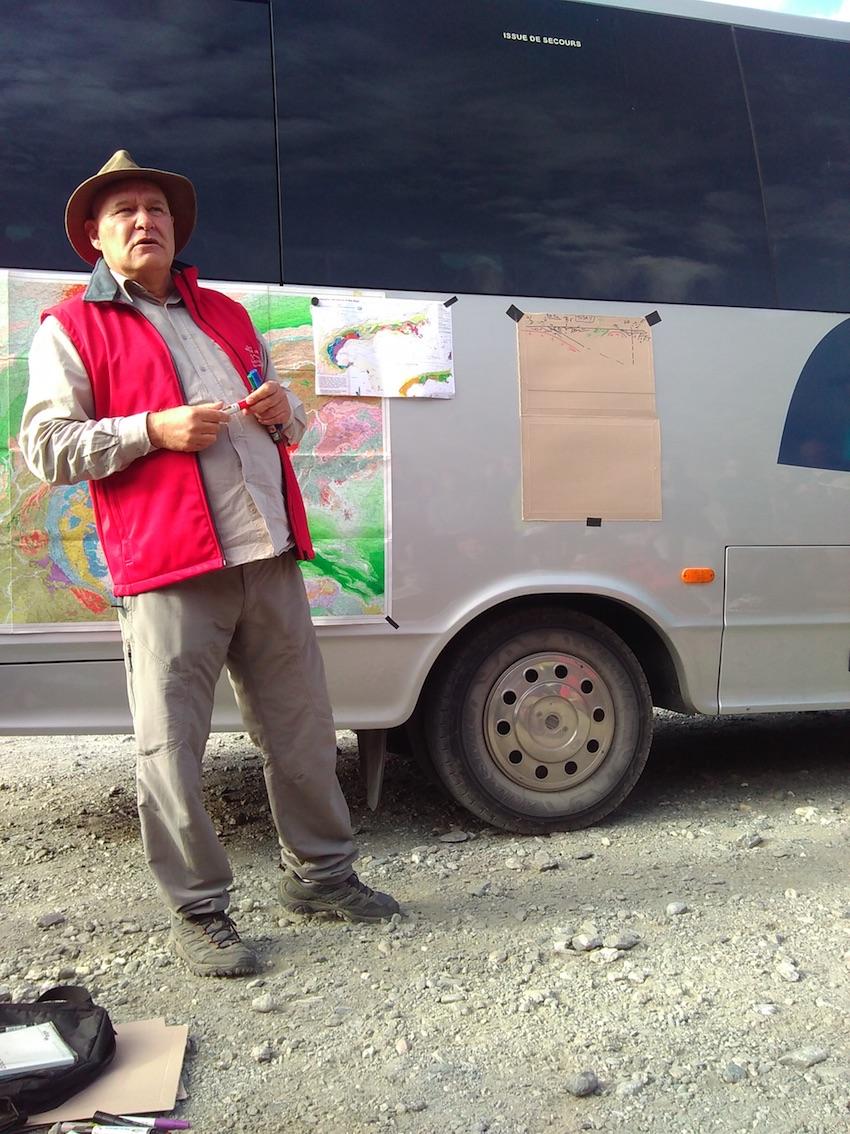 Jean-Marc Lardeau présente la carte géologique de France au millionième