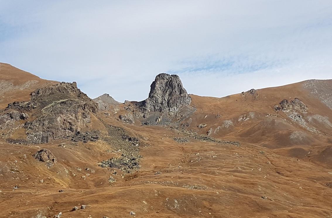 Les métagabbros en faciès schistes bleus bien présents dans le paysage