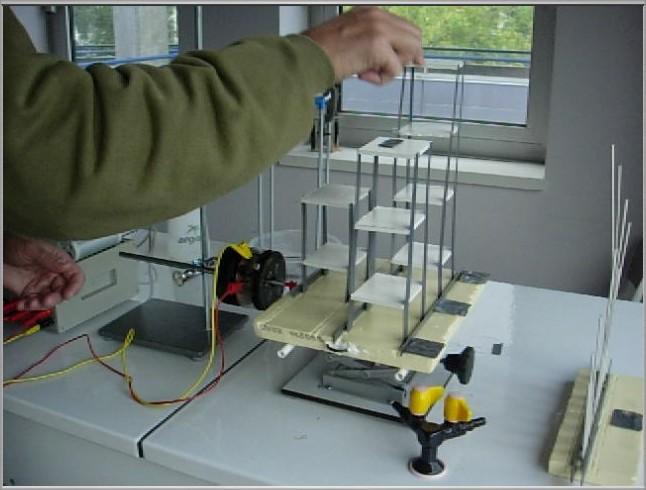 Masse placée au sommet pour augmenter l'inertie