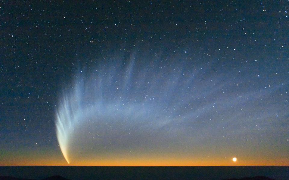 Photographie de la comète McNaught